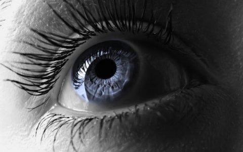 Désormais, on peut changer la couleur de ses yeux (avant/après inside)