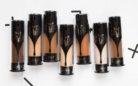 Pourquoi je déteste le Lock It Foundation Kat Von D ?