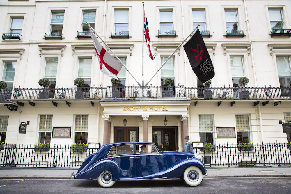 Brown's-Hotel-London-–-Facade-with-Blue-Baron-Vintage-Car-Transfer-4229