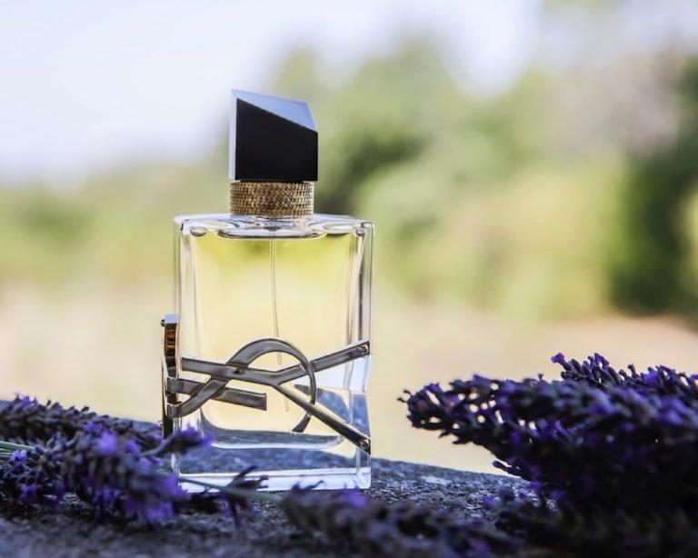comment faire tenir son parfum toute la journée